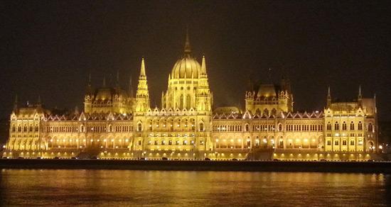 macaristan budapeşte parlamento binası