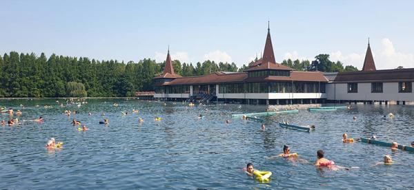 Macaristan gezilecek yerler - Heviz Gölü