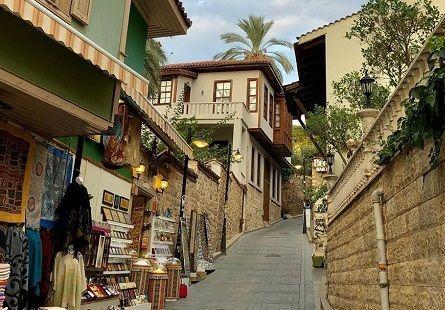 Antalya kaleiçi gezilecek yerler ve daracık sokaklar