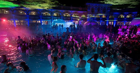 szchenyi termal havuz partileri