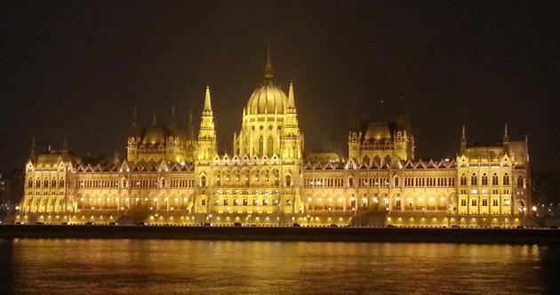 Macaristan gezilecek yerler - Budapeşte Parlamento Binası