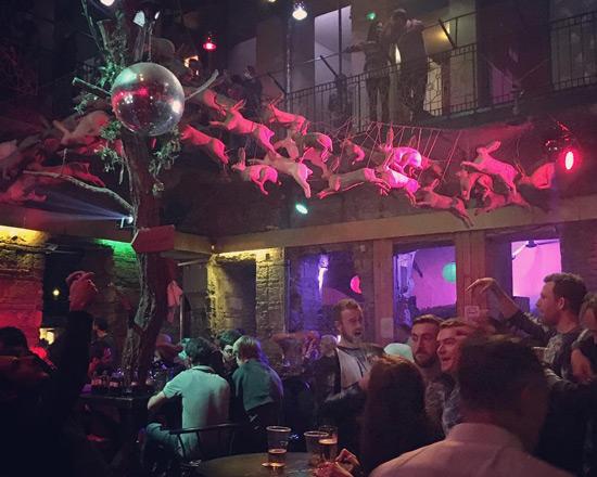 Budapeşte gece hayatı ve ruin barlar