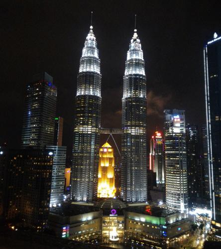 İlkbaharda gezilecek yerler - Malezya Kuala Lumpur Gece Hayatı Petronas İkiz Kuleleri