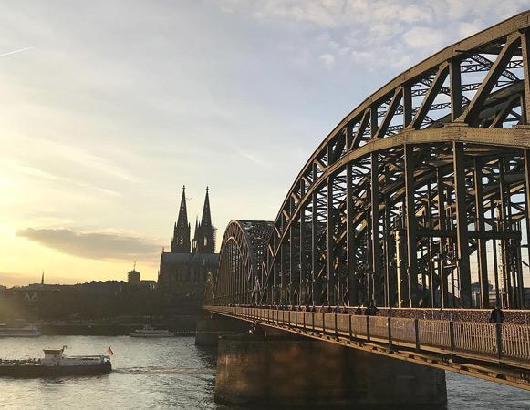 Hohenzollern köprüsü Dom katedrali Köln, ilkbaharda gezilecek yerler, balayına gidilecek ülkeler