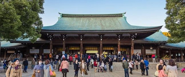 meiji jingu tapınağı tokyo japonya, ilkbaharda gezilecek yerler gidilecek ülkeler tatile nereye gidilir