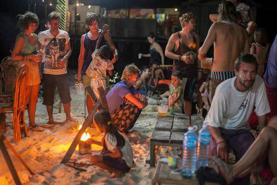 kamboçya koh rong adası gece hayatı vagabonds
