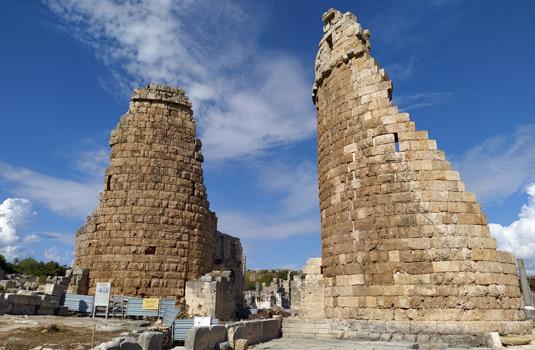 helenistik kent kapısı ve kuleler