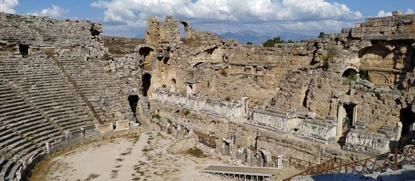 perge tiyatrosu roma helenistik dönem özellikleri mimarisi