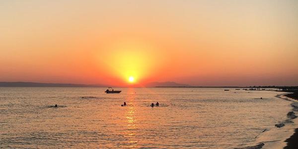 Dikili gezilecek yerler Halk Plajı denize girilecek sakin plajları koyları nasıl bir yer