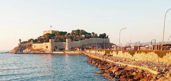Güvercinada Kalesi Kuşadası Ne Yapılır Tarihi Yerler