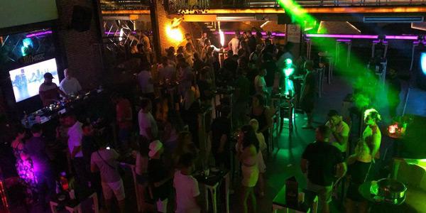 Kuşadası gece hayatı gezilecek yerler barlar sokağı diskoları akşamları ne yapılır
