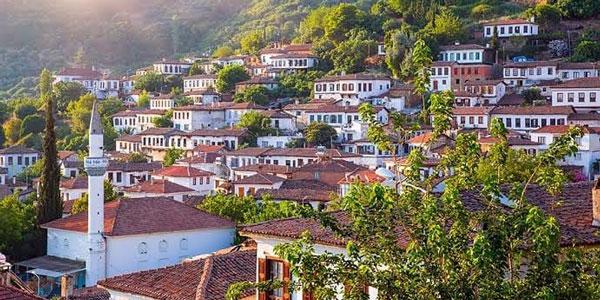 Kuşadası gezilecek yerler izmir yakınlarında şirince köyü nasıl bir yer gezi rehberi