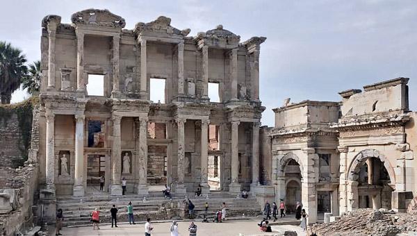 Kuşadası gezilecek yerler Selçuk tarihi Efes Antik Kenti Celsus Kütüphanesi nasıl bir yer