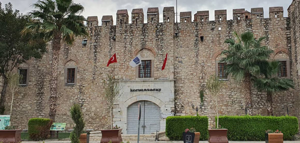 Öküz Mehmet Paşa Kervansarayı Arabayla Ege turu tatil rotası