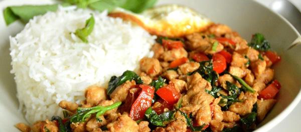 Tayland yemekleri fiyatları Bangkok Pattaya Phuket ne yenir Pad Kra Pao