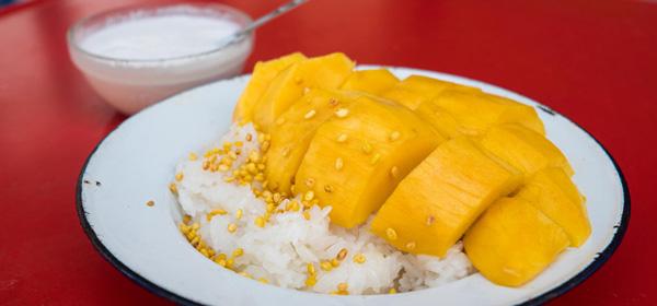 Tayland yemekleri meyveleri sokak kültürü mango sticky rice
