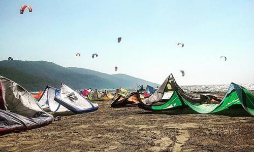 Akçapınar Köyü Kitesurfing Arabayla Ege turu