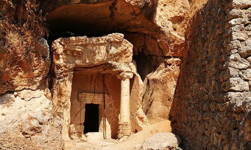 Akyaka gezilecek yerler ne yapılır Tarihi Kaya Mezarları gezi rehberi