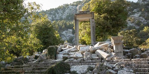 Artemis Tapınağı Kapısı Hadrian Propylon