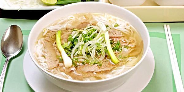Pho Noodle Çorbası Vietnam'da Ne Yenir