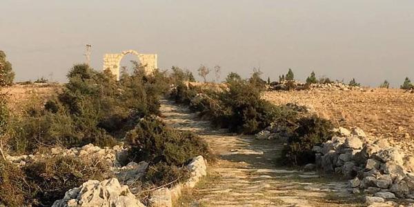 Tarsus gezilecek yerler Turistik Roma Yolu Tarihi Kilikya Zafer Takı