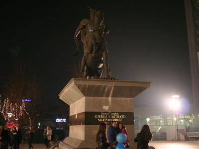 İskenderbey Heykeli Vizesiz Balkan turu