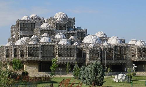 Kosova Milli Kütüphanesi Priştine gezilecek yerler gezi rehberi