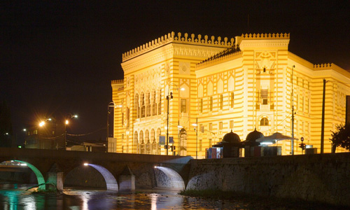 Sarajevo Milli Kütüphane binası Miljacka Nehri