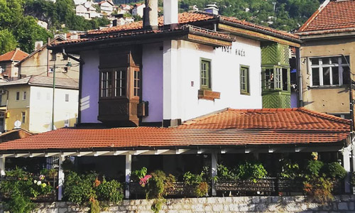 Saraybosna gezilecek yerler İnat Evi nerede