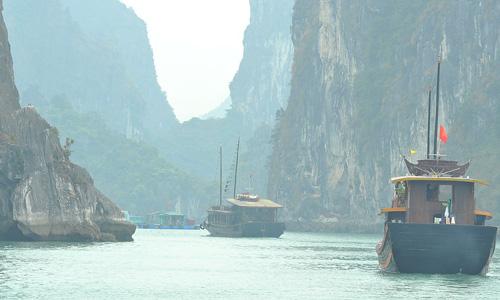 Ha Long Körfezi nerede nasıl bir yer gezi rehberi Hanoi gezilecek yerler