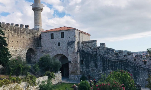 Çeşme Kalesi nasıl bir yer İzmir tarihi yerler