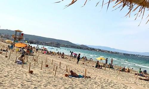 Ilıca Plajı Çeşme denize girilecek sakin yerler gezilecek sahiller